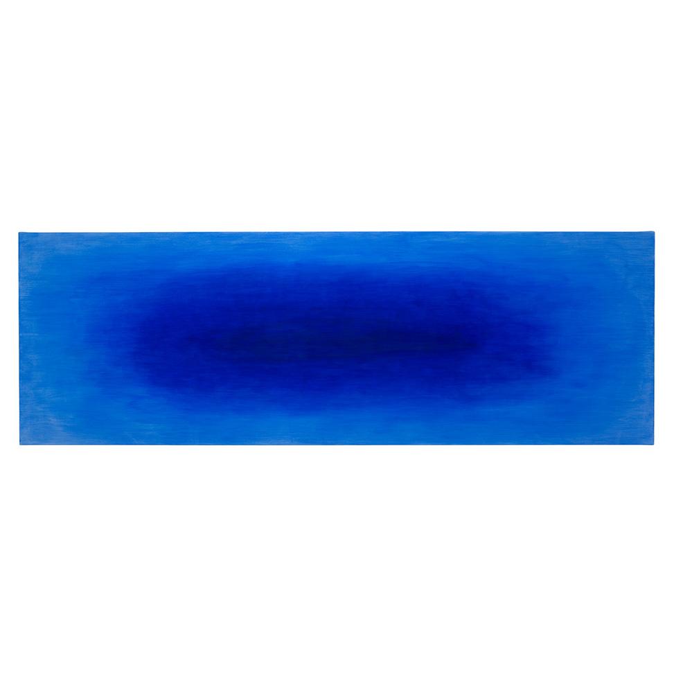 Konzentriert schwebendes Blau